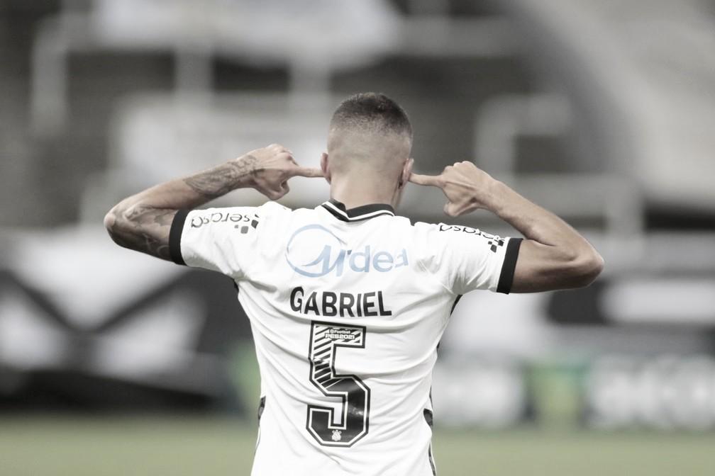 """Gabriel lamenta derrota do Corinthians, mas alerta: """"Não está acabado"""""""