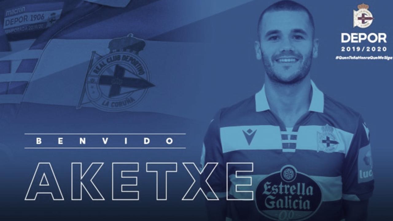 Foto con la que el Dépor hacía oficial la contratación de Aketxe. // Foto: R.C. Deportivo