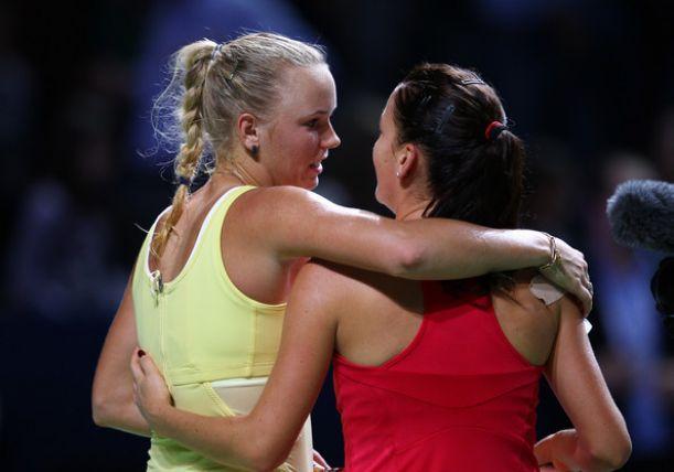 Wozniacki y Radwanska avanzan a semifinales