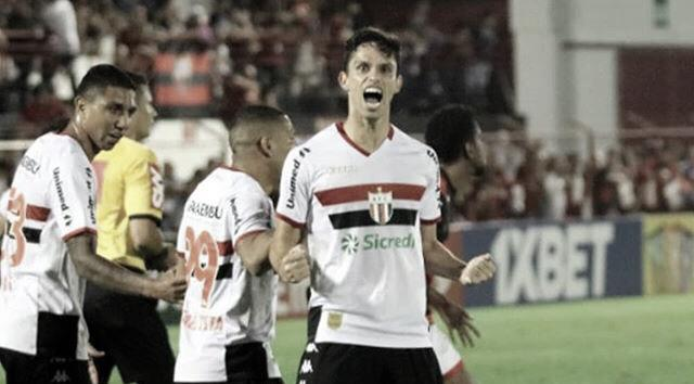 Com dois gols de Henan, Botafogo-SP derrota Atlético-GO e volta ao G-4