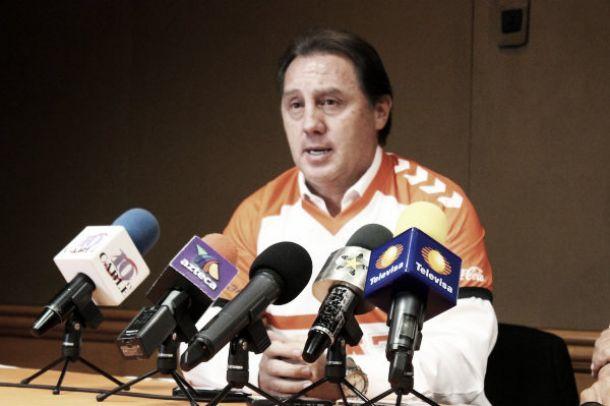 Alex Aguinaga, cesado de Correcaminos