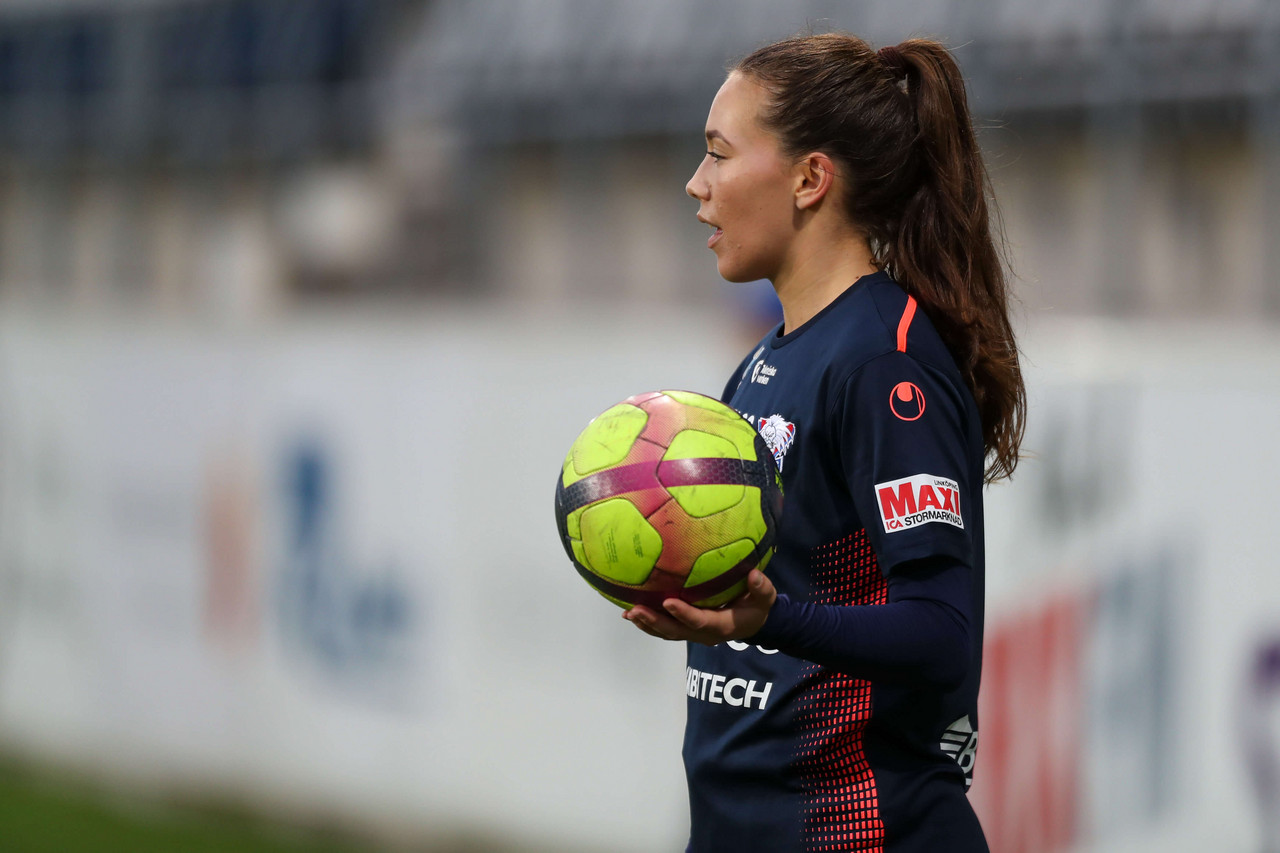 'I feel that it is my responsibility to do what I can' Linköpings FC defender Elin Landström talks about her work in the Swedish Player Association to improve the game