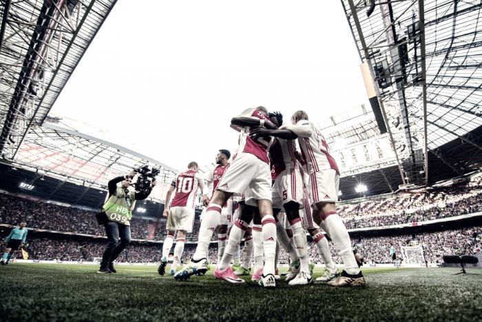 Sinfonia Ajax, Lione travolto: lancieri ad un passo da Stoccolma