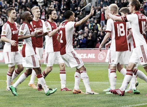 Ajax bate Heerenveen e segue na ponta da Eredivisie