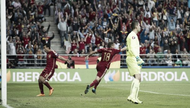 Spain 2-0 Slovakia: Dominant victory from Del Bosque's men see them go level at the top