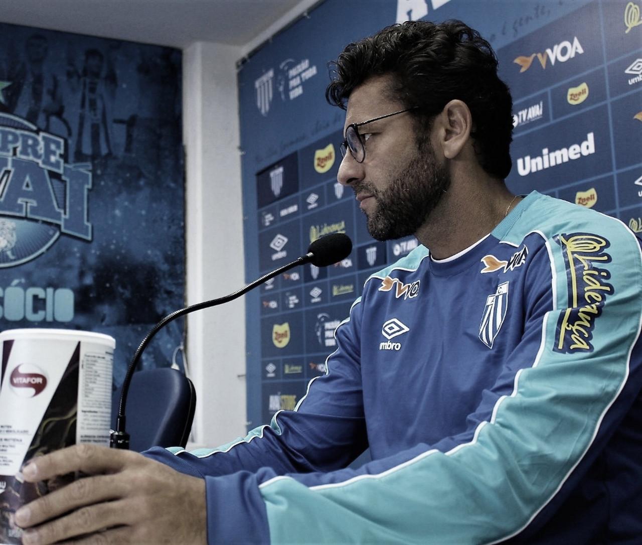 """Mesmo com derrota em sua estreia pelo Avaí, Valentim elogia: """"Gostei de muitas coisas"""""""