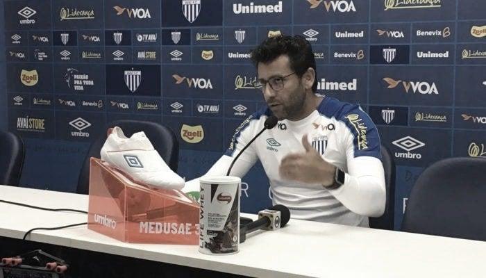 """Depois de outra derrota, Valentim confia em recuperação do Avaí: """"Se eu não acreditasse, iria embora"""""""