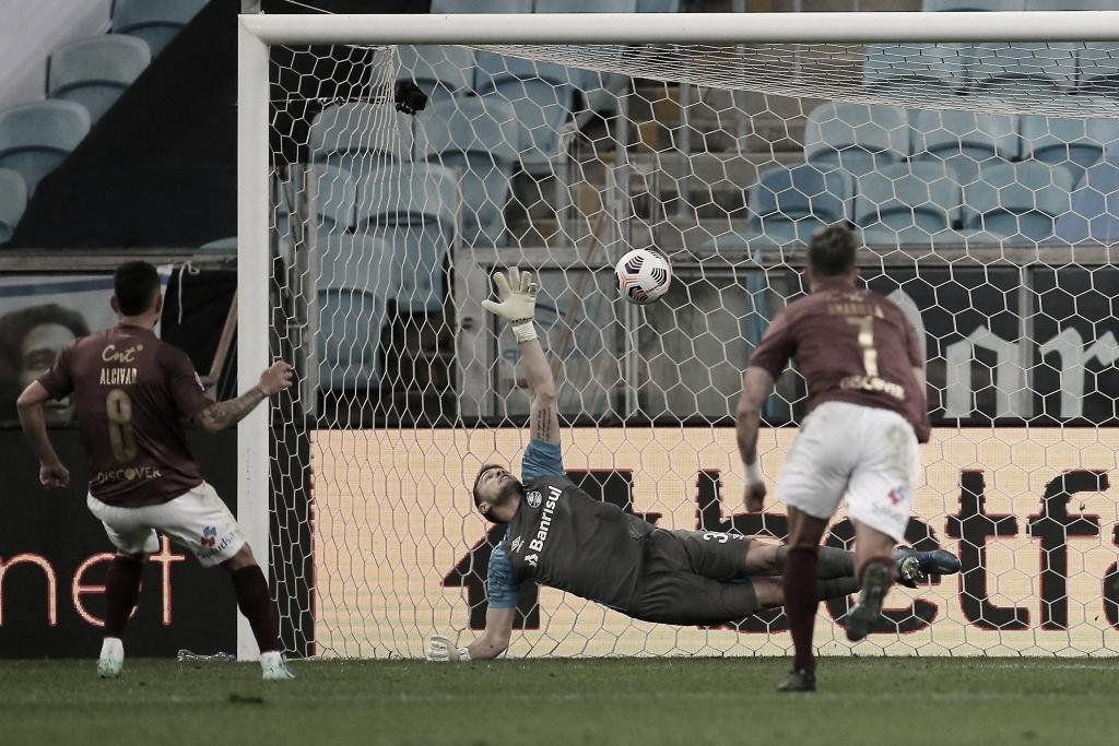 Em jogo nervoso, LDU vence Grêmio na Arena e avança na Sul-Americana
