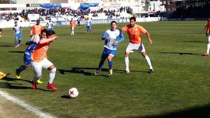Un Alcoyano peleado con el gol no puede con el Ontinyent