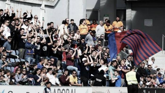 El Huesca y su afición, a Valencia