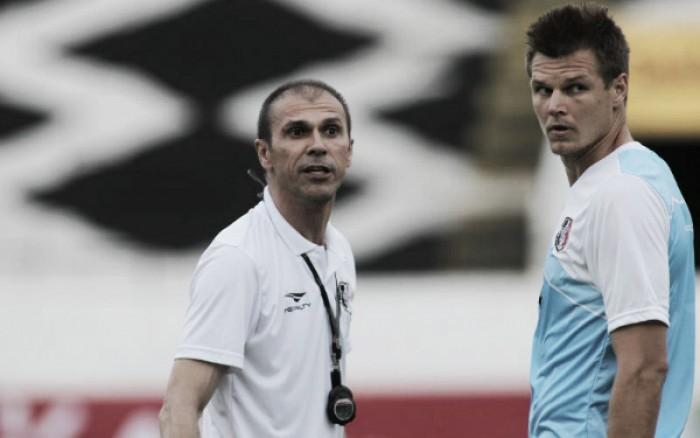 Alemão volta a treinar e vira opção no Santa Cruz para partida contra Flamengo