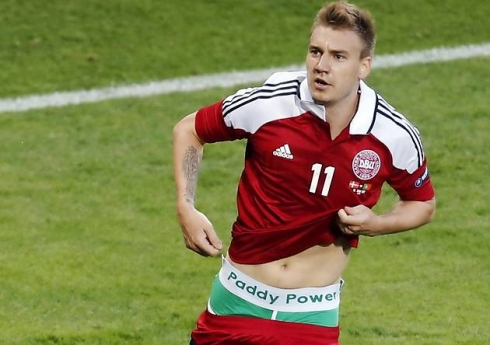 Bendtner conoce la sanción de la UEFA