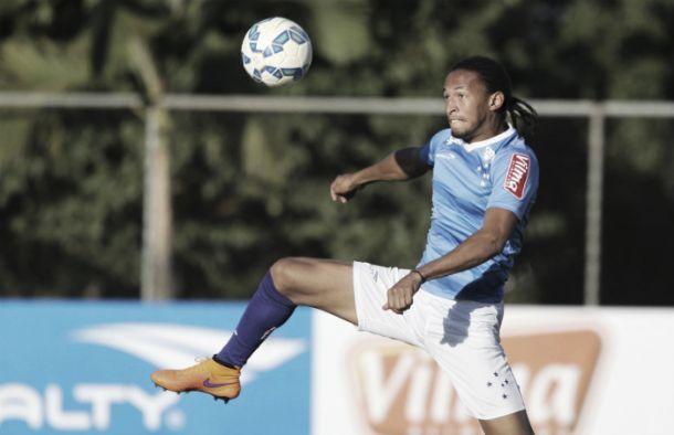 Zagueiro Alex sofre fratura na perna e não atua mais na temporada 2015 pelo Cruzeiro