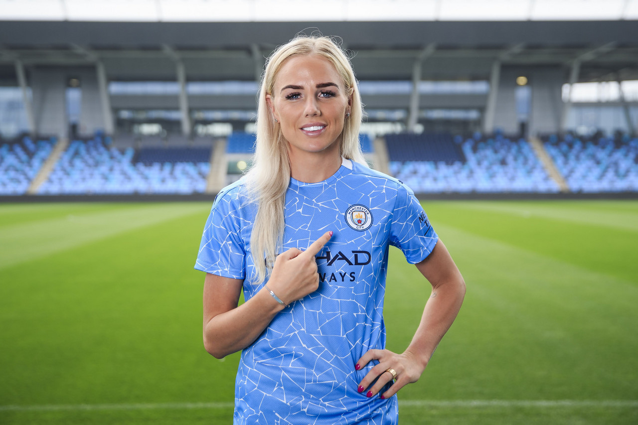 Alex Greenwood signs for Manchester City Women