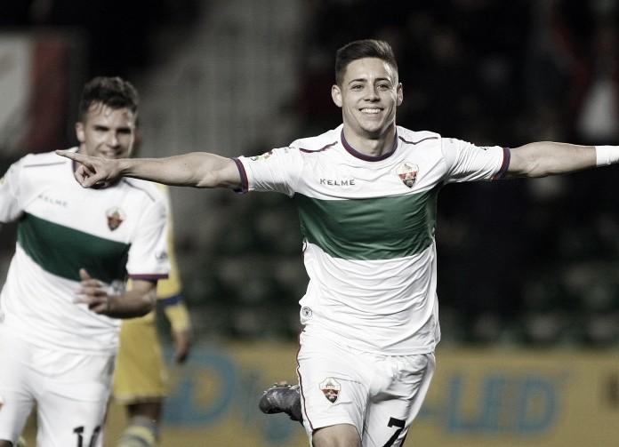 Álex Moreno celebrando un gol con el Elche | Fotografía: Elche CF