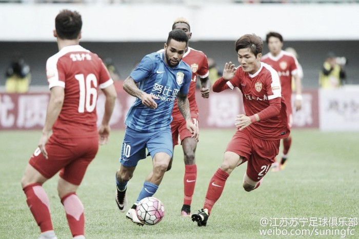Concorrentes perdem e líder Guangzhou pode ampliar vantagem na Super Liga Chinesa