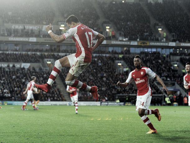 Arsenal vence Hull City com dois de Alexis e permanece no G-4