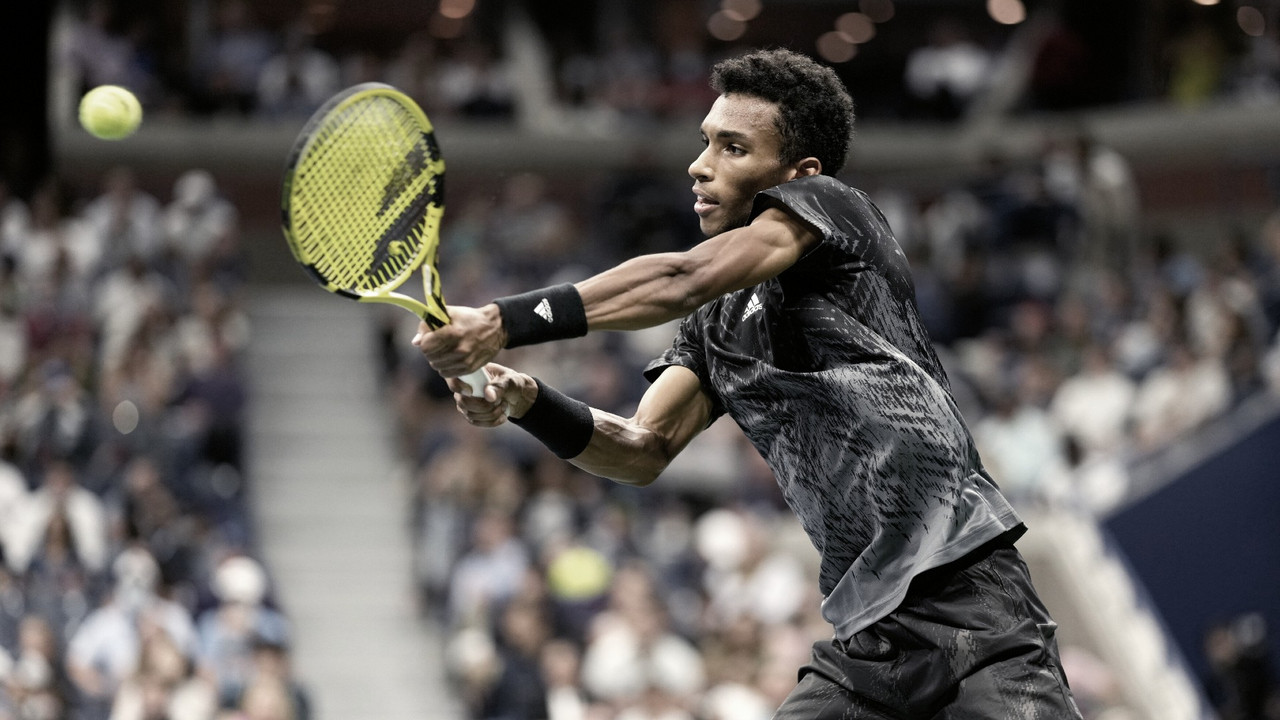 Alcaraz se retira no segundo set, e Aliassime segue para primeira semifinal de Slam na carreira