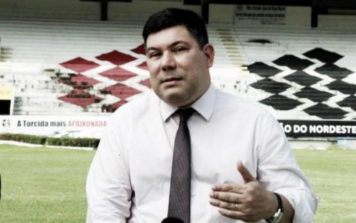 """Presidente Alírio Moraes garante Santa Cruz na Copa do Nordeste: """"Sair seria uma ação irresponsável"""""""