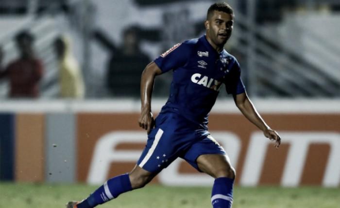 Com Alisson de volta, Mano Menezes relaciona 23 jogadores para enfrentar o Corinthians