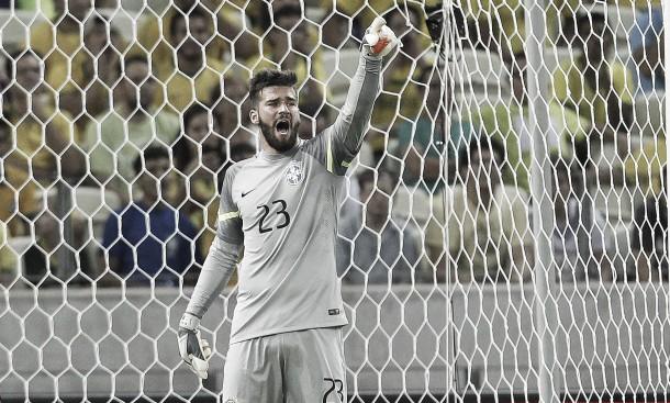 Se titular, Alisson será o goleiro mais novo a enfrentar Argentina pela Seleção Brasileira na 'Era Dunga'