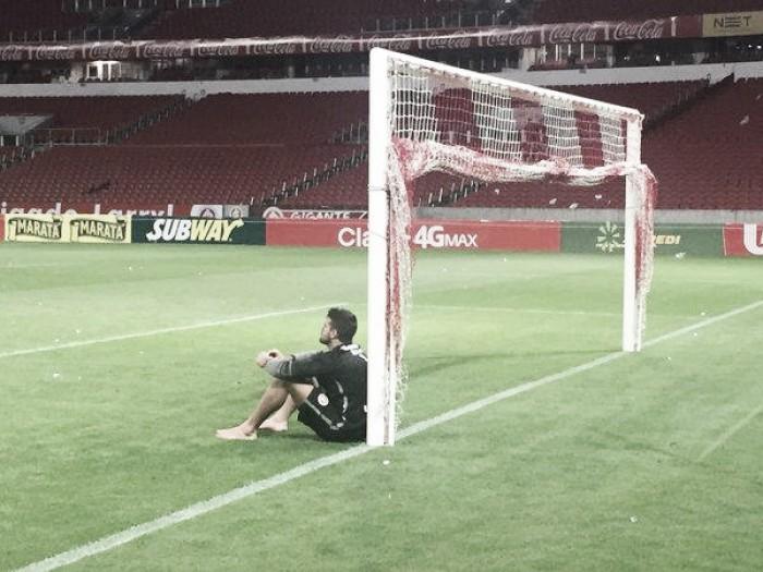 """Emocionado, goleiro Alisson se despede do Beira-Rio: """"Espero voltar"""""""
