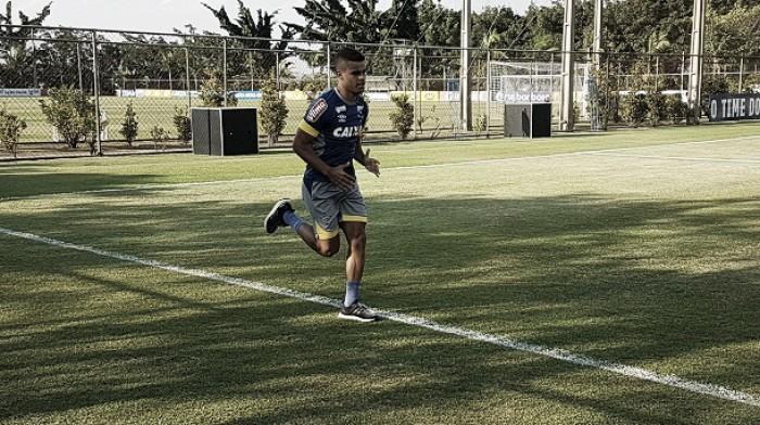 Otimista na recuperação do Cruzeiro, Alisson celebra volta ao time após mais de um mês parado