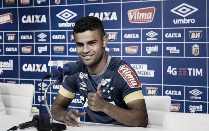 """Meia Alisson completa 100 partidas pelo Cruzeiro e celebra: """"Só tenho a agradecer"""""""