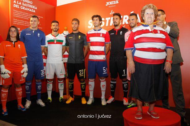 Las nuevas camisetas del Granada CF, a medida del aficionado