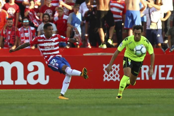Se busca mediapunta en el Granada CF