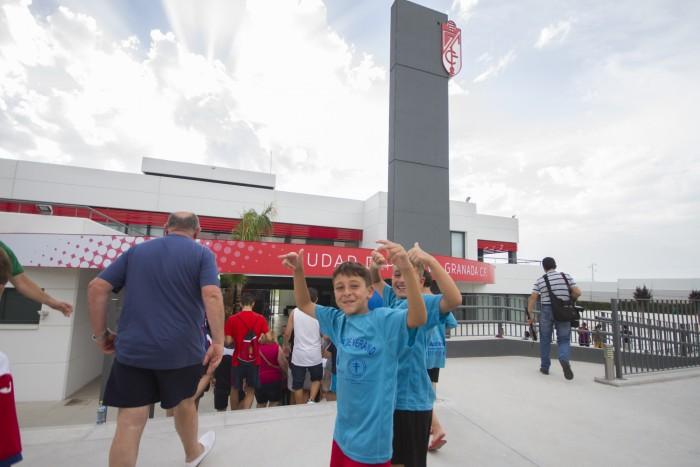 El Granada CF invita a los niños a un entrenamiento de puertas abiertas