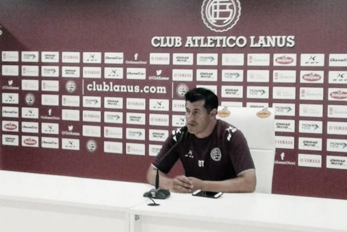 """Almirón: """"Queremos seguir arriba, el equipo está motivado"""""""