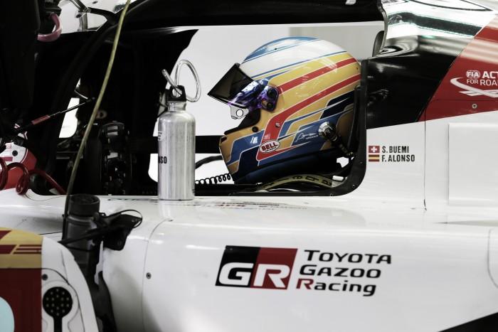 Toyota saca un vídeo con Alonso al volante del TS050