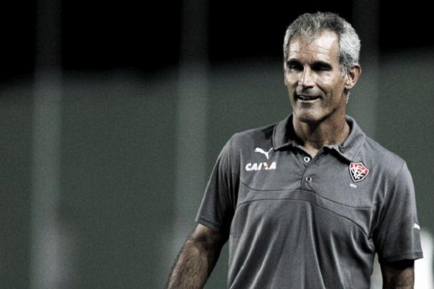 Amadeu lamenta péssimo primeiro tempo na derrota para o Atlético-MG