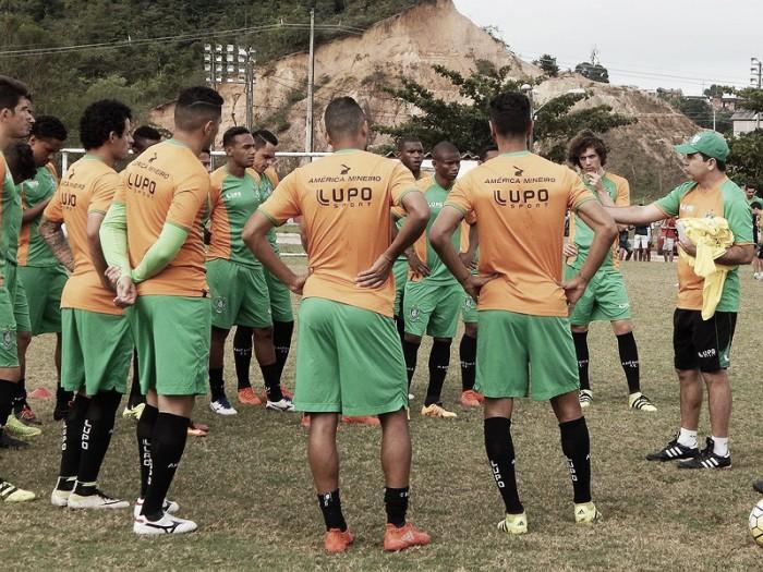 Técnico Enderson Moreira busca substituto para Osman contra o Sport
