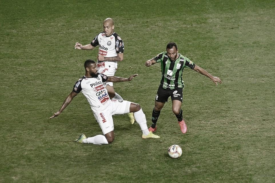 América-MG sai na frente, sofre gol no fim e apenas empata com Operário