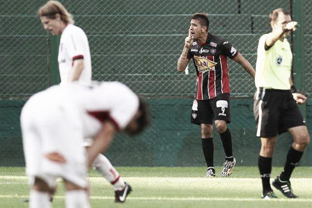 """Newell's 0 - Chacarita 2: el """"Funebrero"""" te entierra"""