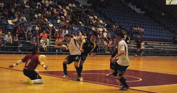 El Santiago Futsal acaba con derrota la pretemporada ante el O Parrulo FS
