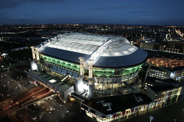 La UEFA multa al Ajax
