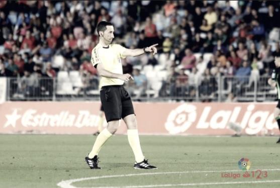 Analizando a Sagués Oscoz: árbitro del Real Oviedo - Cádiz CF