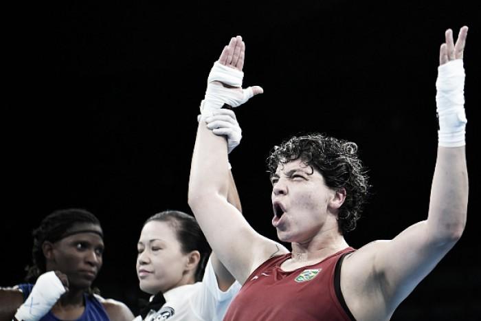 Andreia Bandeira vence na estreia e avança às quartas de final do boxe feminino