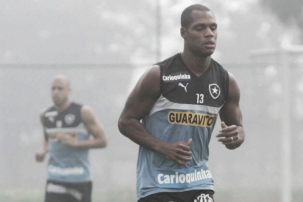 André Bahia evita falar sobre disputa por vaga no time titular com Dória