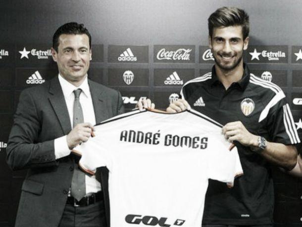 André Gomes, ovacionado em Valência, é inscrito como emprestado