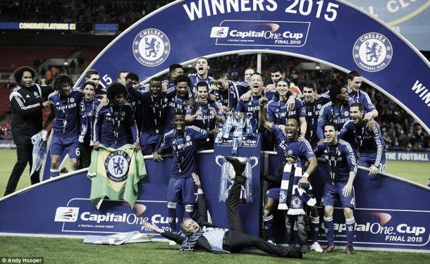 Após 2-0 sobre «Spurs»: Chelsea arrecada Taça da Liga