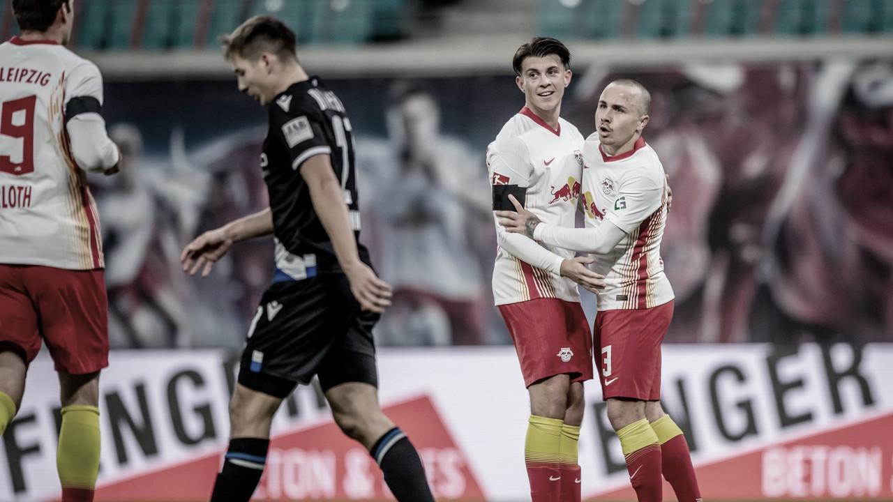 Angeliño sigue opositando a la Selección española / FOTO: @DieRotenBullen