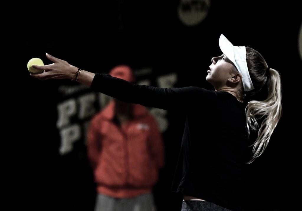 Anisimova acaba com sonho de Osorio Serrano e avança às semis em Bogotá