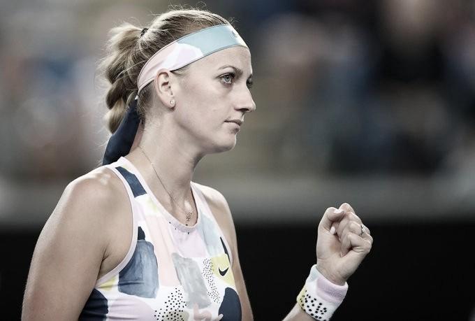 Kvitova passa por cima de Siniakova e estreia com pé direito em Melbourne