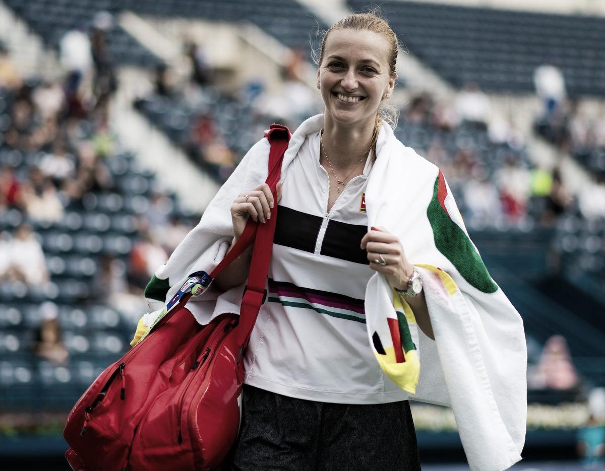 Kvtova põe fim a série de vitórias de Kuzmova e avança às semis em Dubai