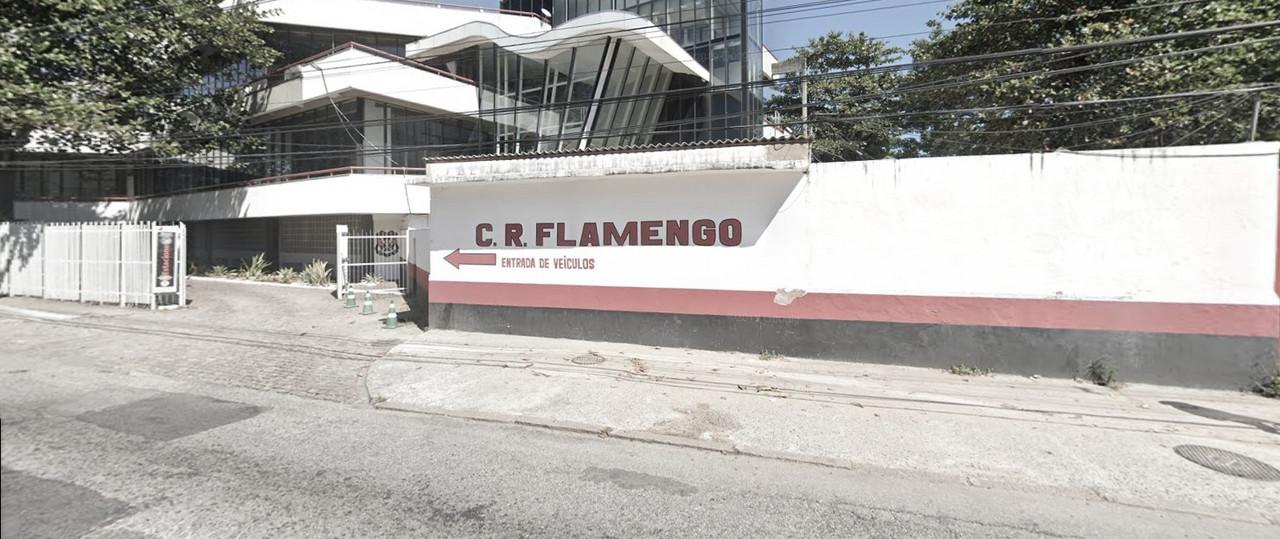 Flamengo amanhece com muros da sede pichados