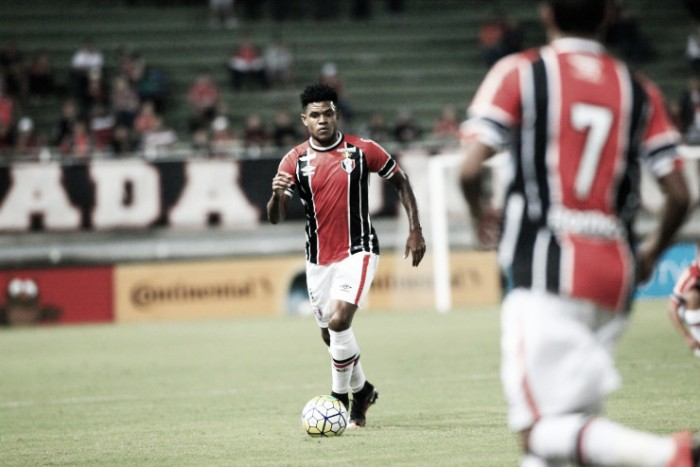 "A caminho do Inter, volante Anselmo se despede do Joinville: ""Sentirei saudade desta torcida"""